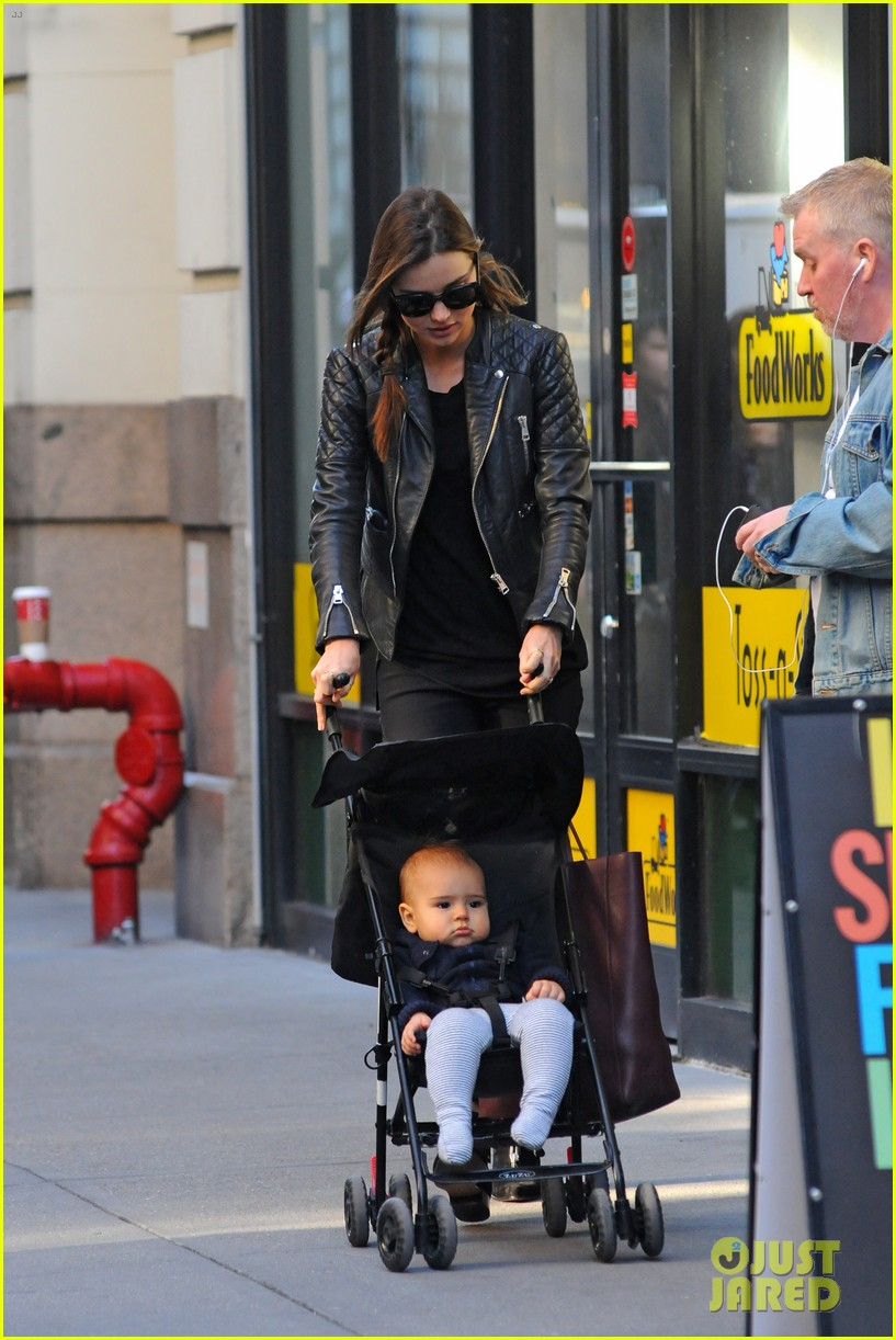 miranda kerr saturday stroll with flynn 08