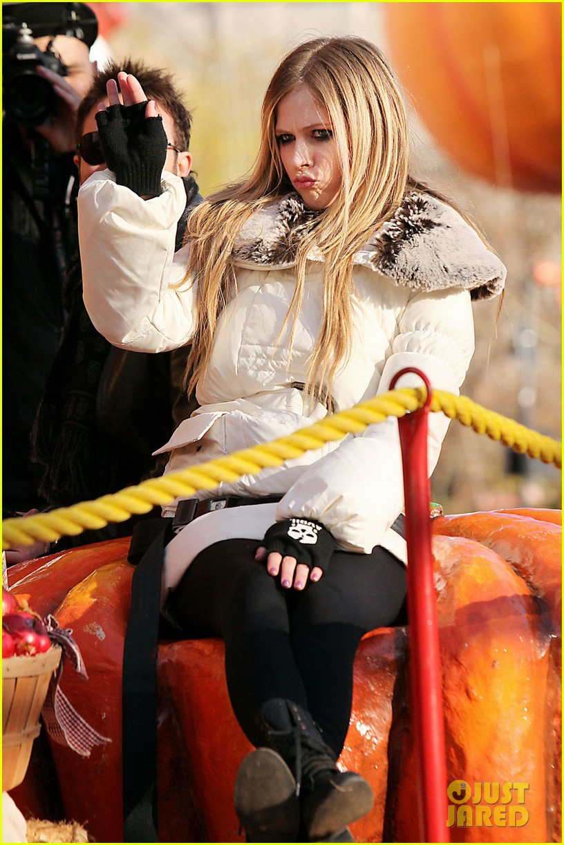 avril lavigne thanksgiving parade 02