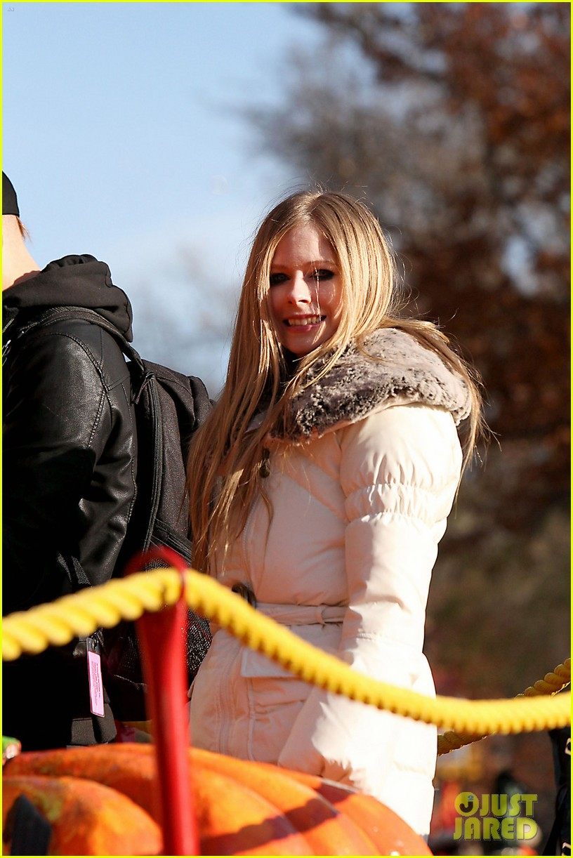 avril lavigne thanksgiving parade 04