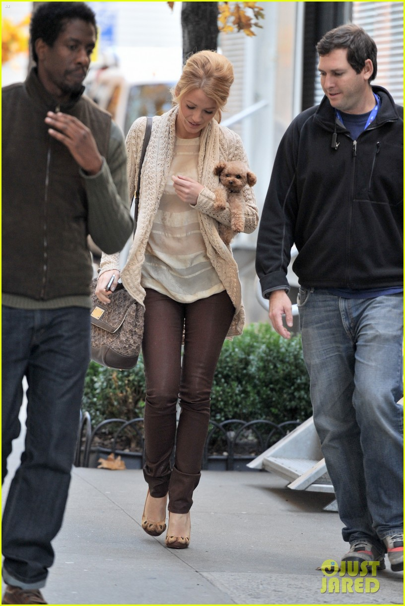 blake lively penn badgley penny gossip girl 01