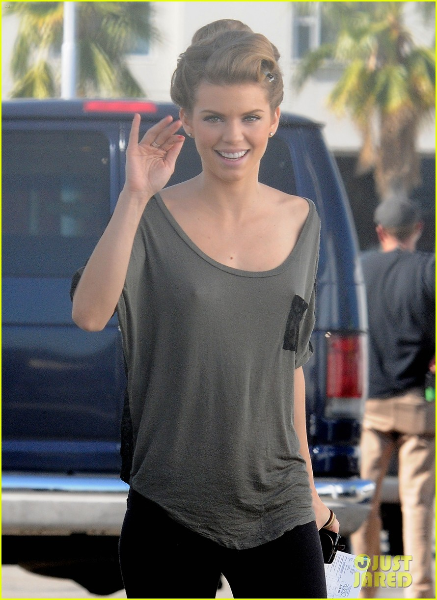 annalynne mccord waves on set 172603984