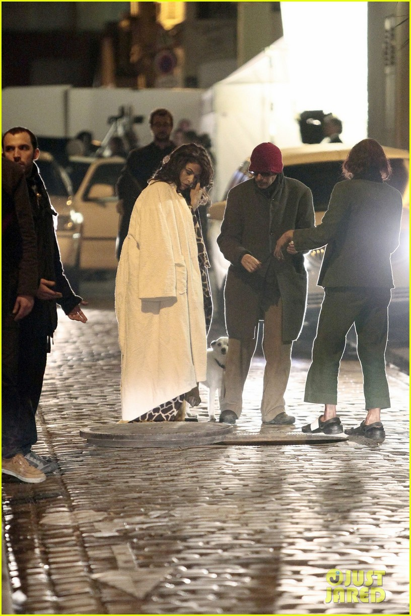 eva mendes bundles up on set of holly motors 06