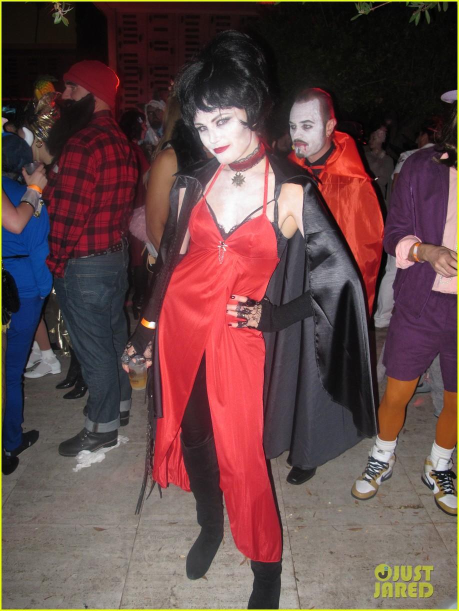 miley cyrus maroon 5 halloween party 03