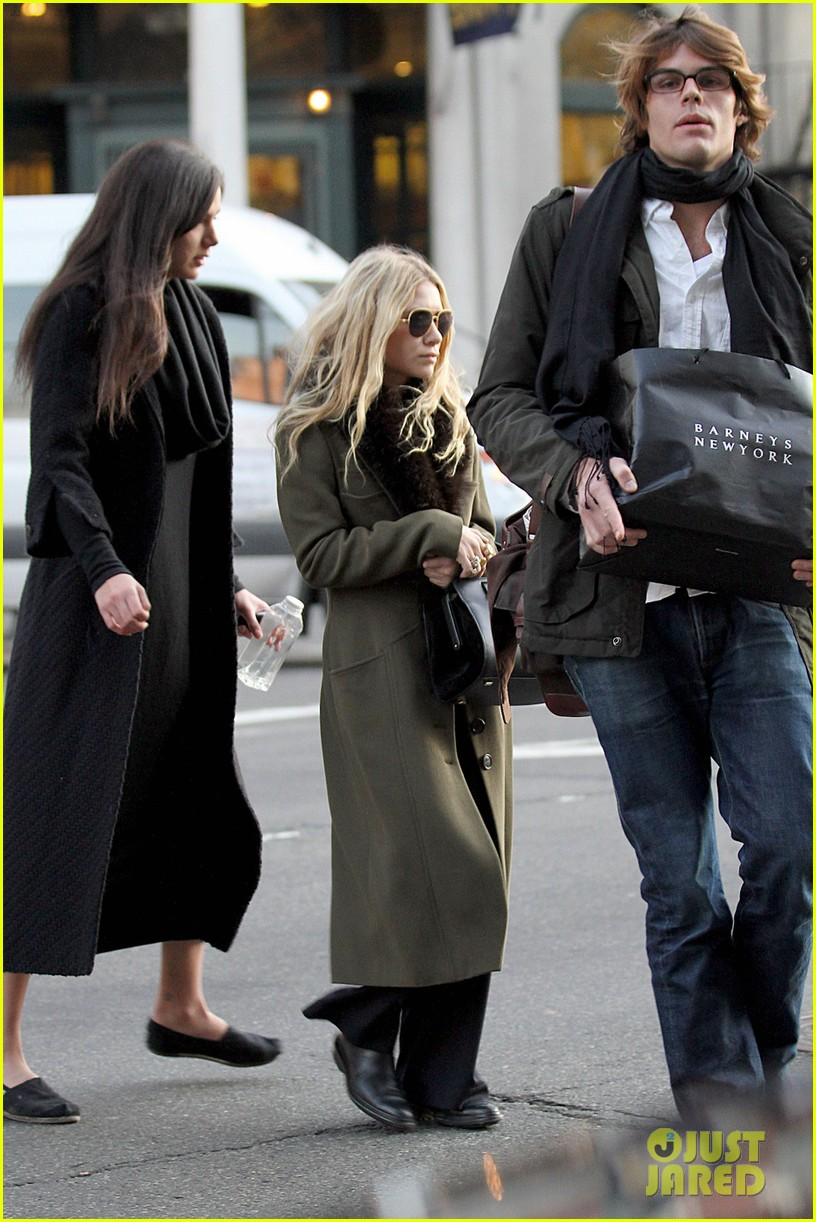 mary kate olsen bundled up in the east village 01