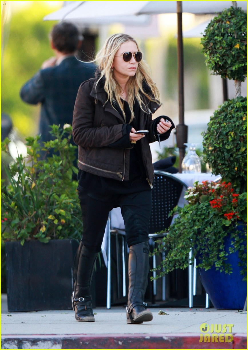 mary kate olsen lunches in west hollywood 01