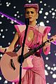 katy perry wins special award at amas 2011 07