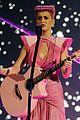 katy perry wins special award at amas 2011 07