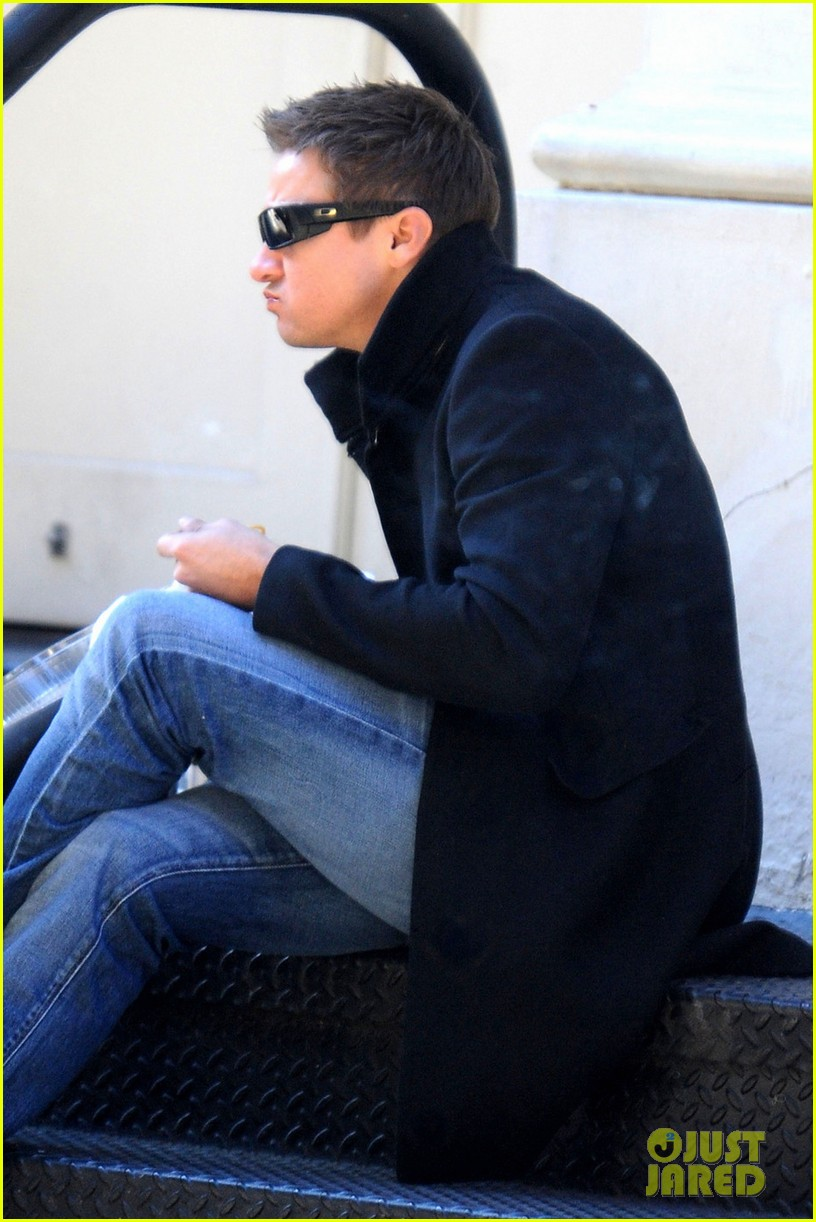 jeremy renner lunch chelsea 02