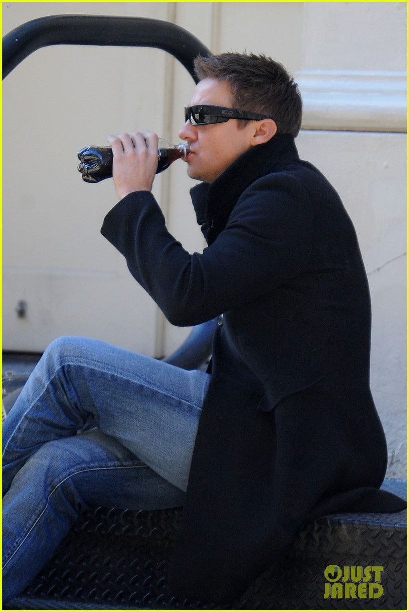 jeremy renner lunch chelsea 04