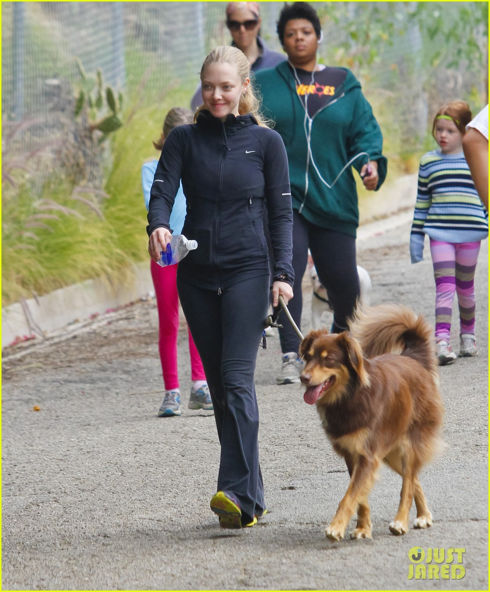 amanda seyfried hike finn 04