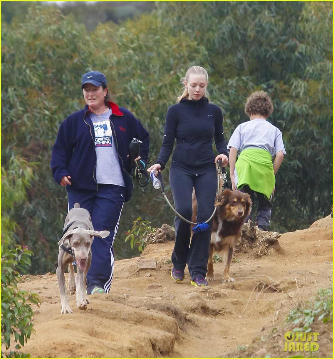 amanda seyfried hike finn 05