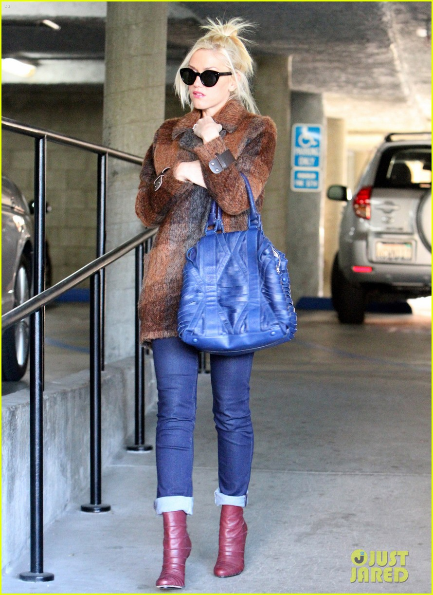 gwen stefani out about brentwood 07
