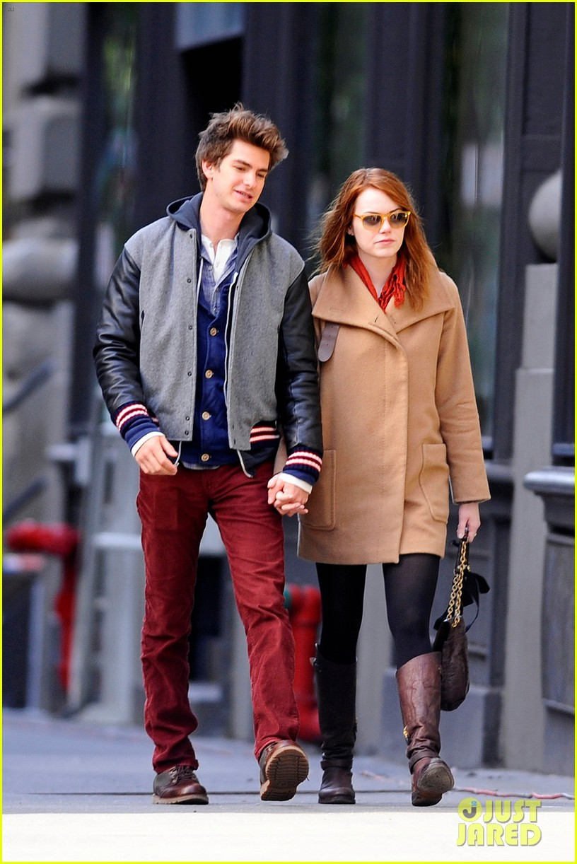 emma stone andrew garfield holding hands in nyc 04