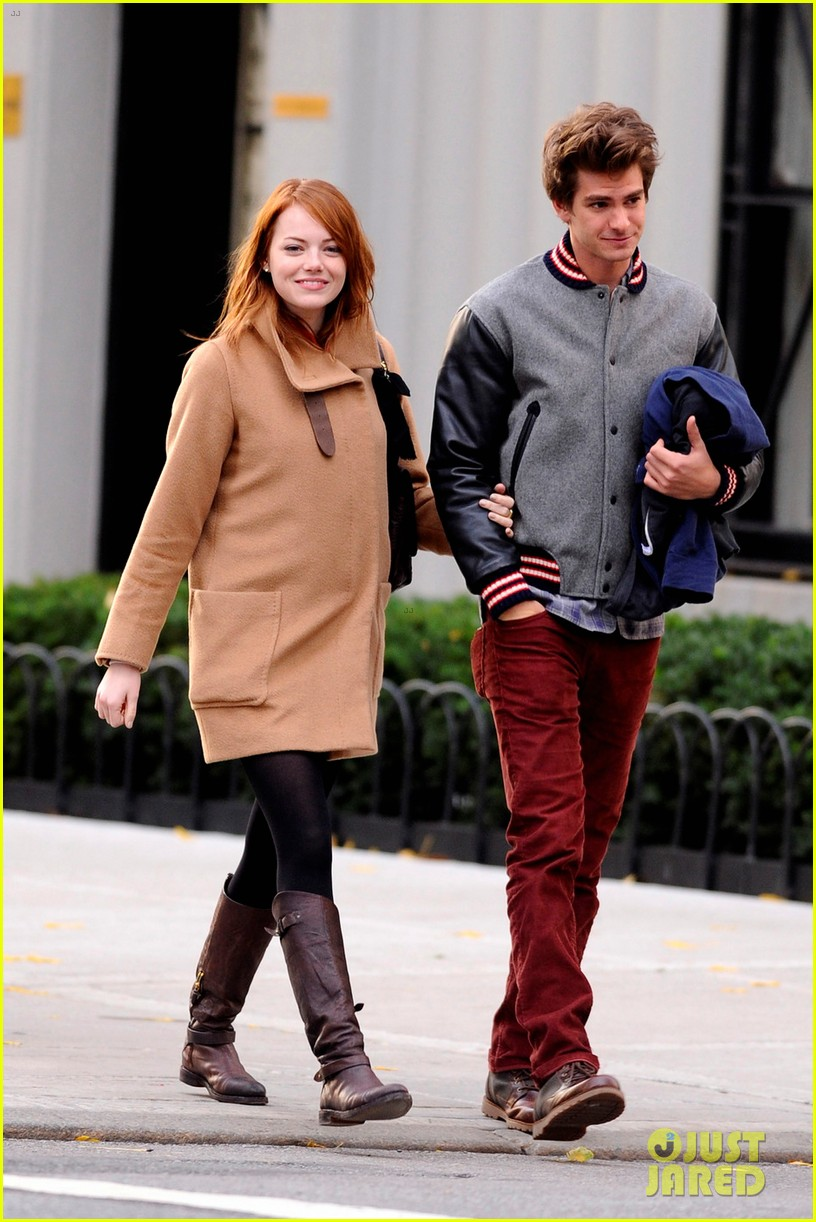 emma stone andrew garfield holding hands in nyc 10