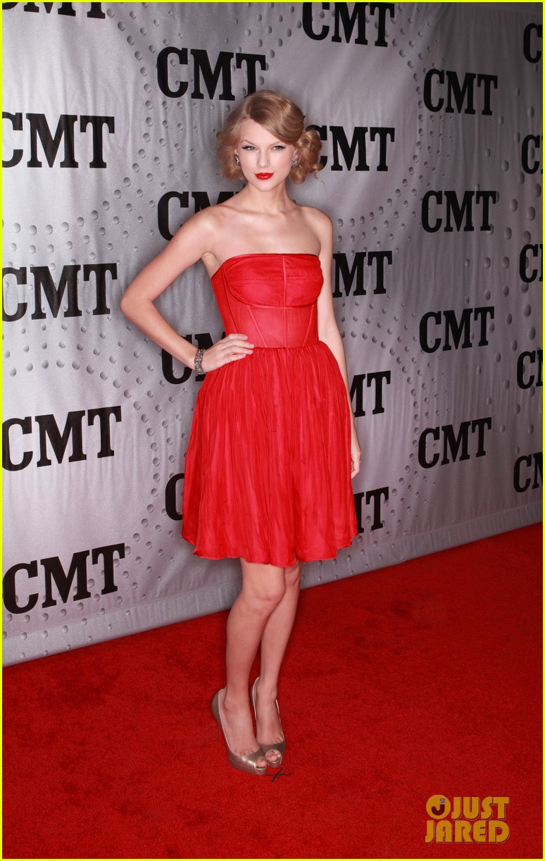taylor swift cmt artists year 08