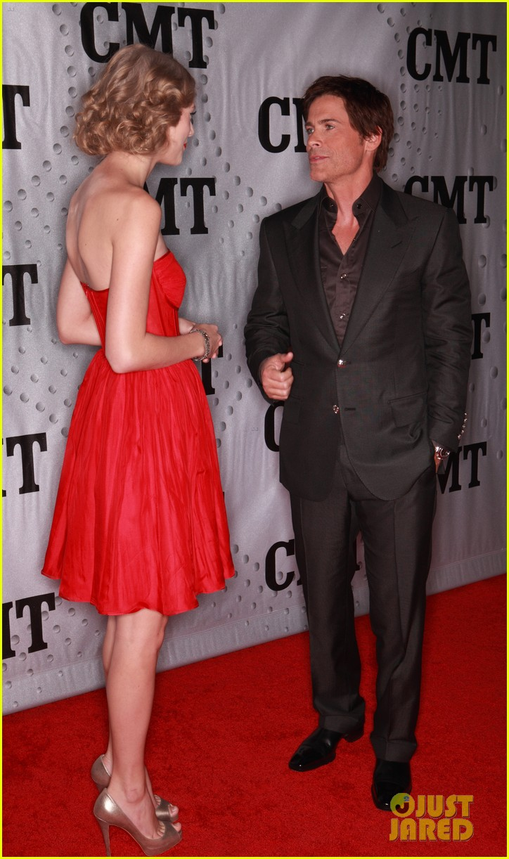taylor swift cmt artists year 17