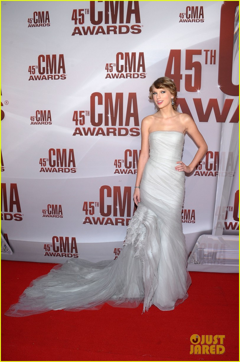 taylor swift cma awards 2011 01