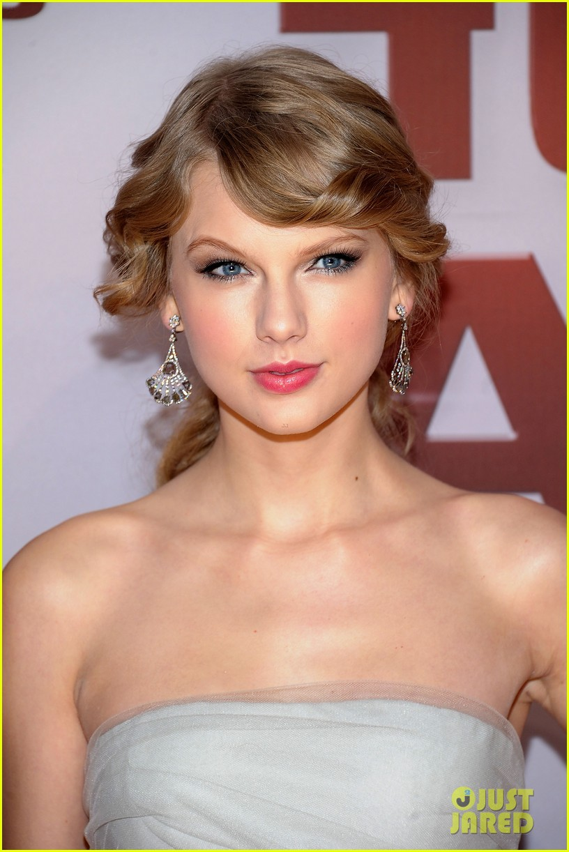 taylor swift cma awards 2011 112598628