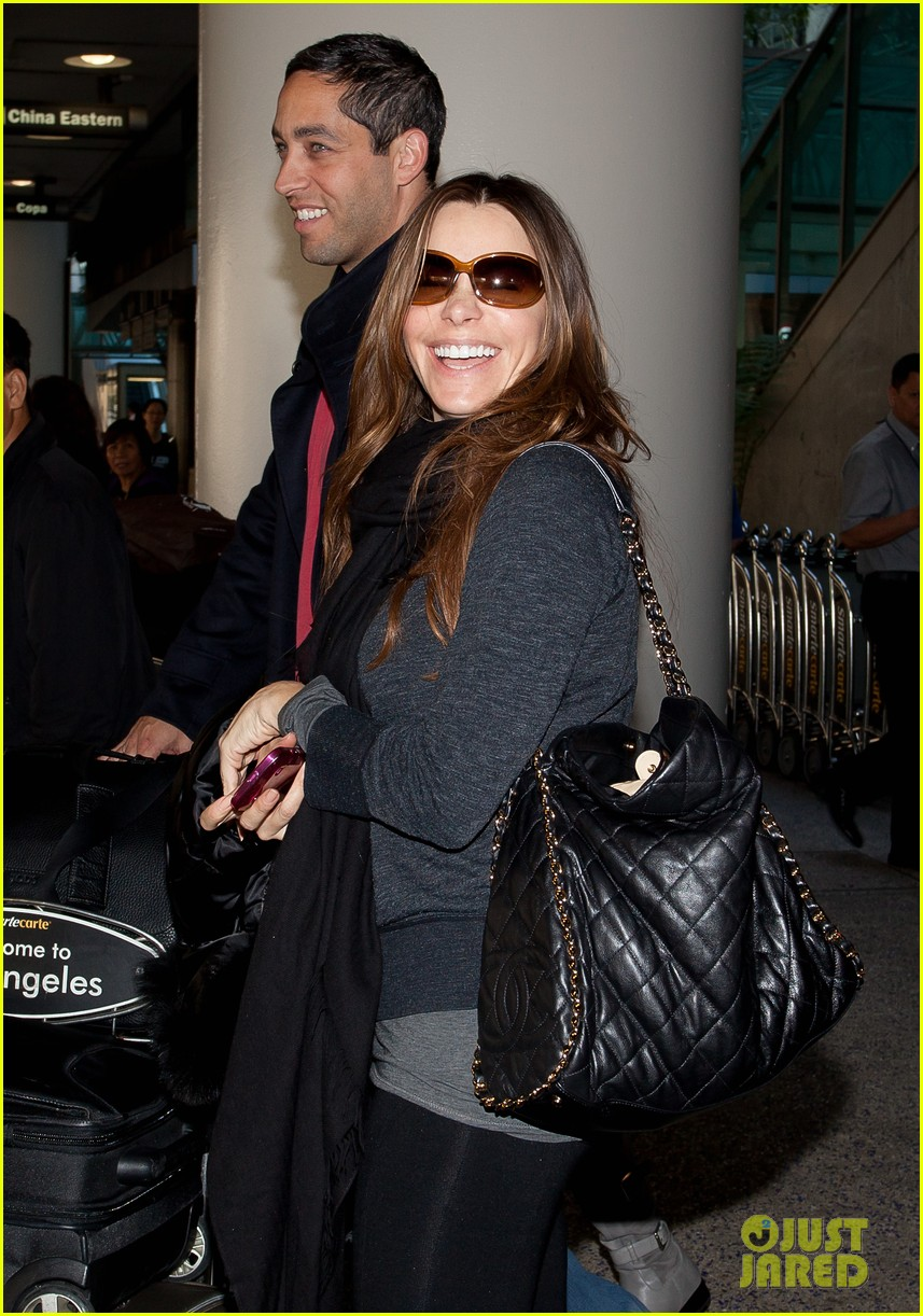 sofia vergara lands airport 03