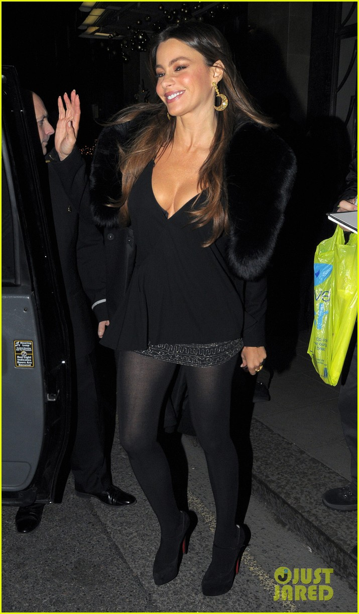 sofia vergara thanksgiving london 01