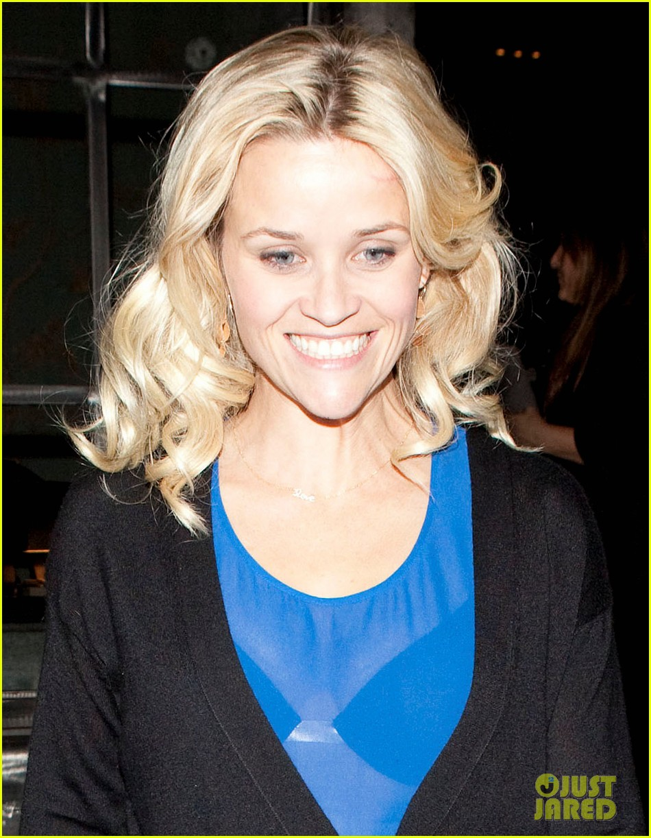 reese witherspoon ditches python bag after peta complaint 04