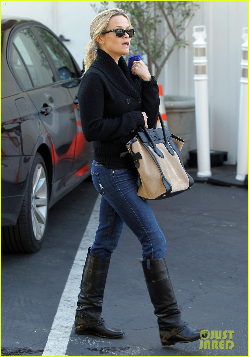 Smoking in riding boots - 2 6