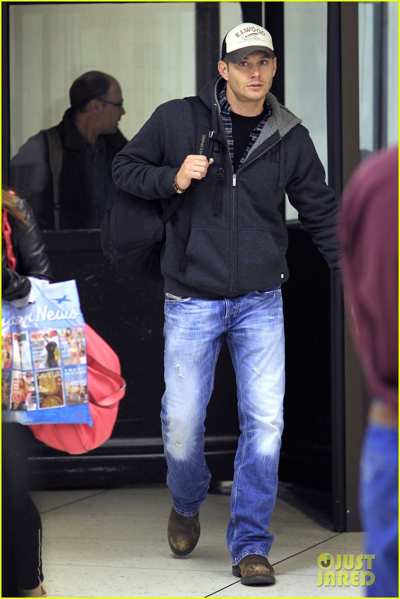 jensen ackles airport 012610909