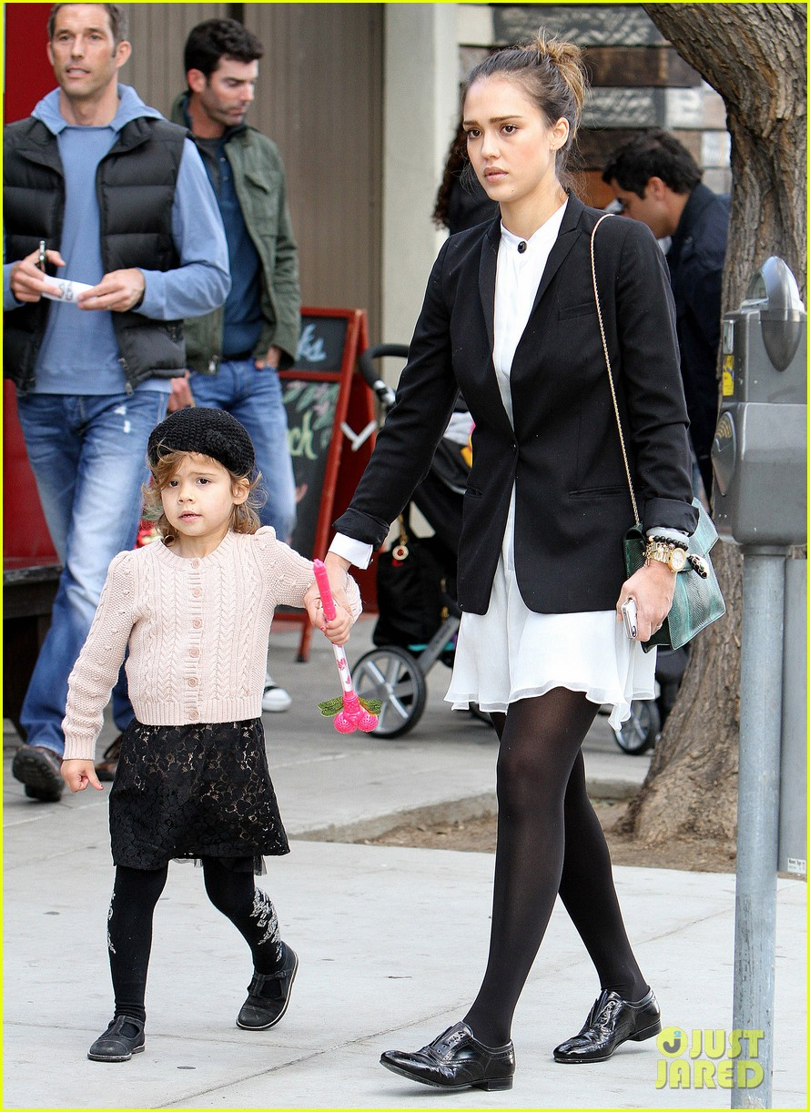 jessica alba brunch family 11