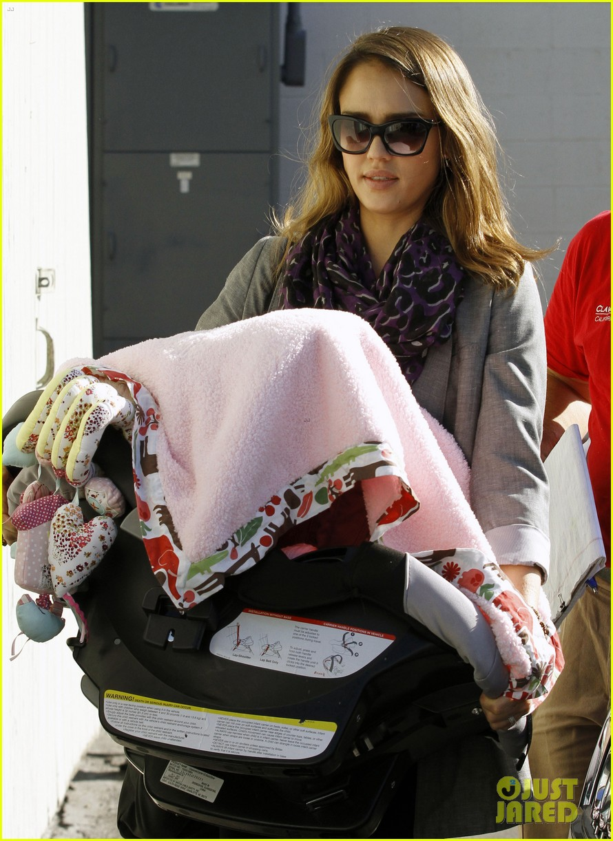 jessica alba toys r us stop with baby haven 072611700