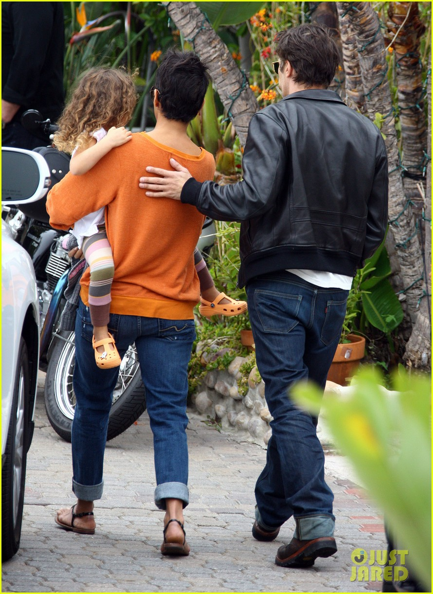 halle berry lunch olivier martinez nahla 06