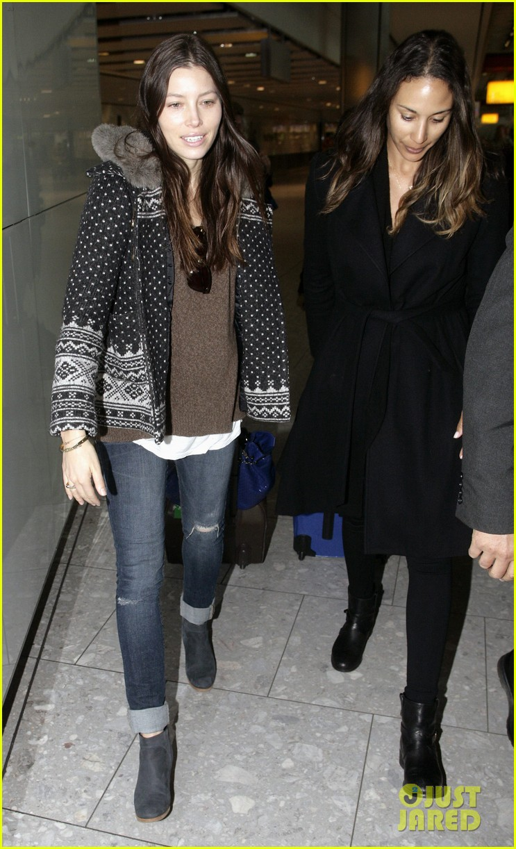 jessica biel heathrow 01