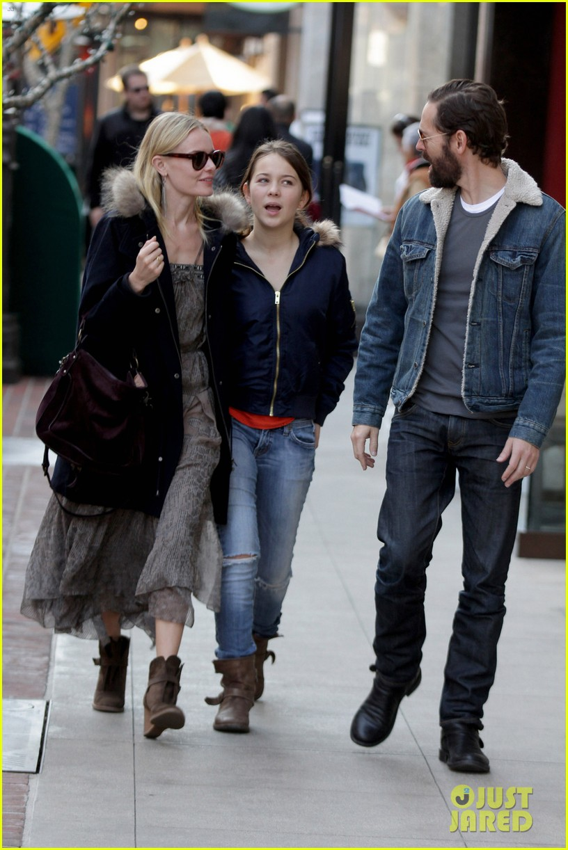 kate bosworth shops with michael polish daughter 072609009