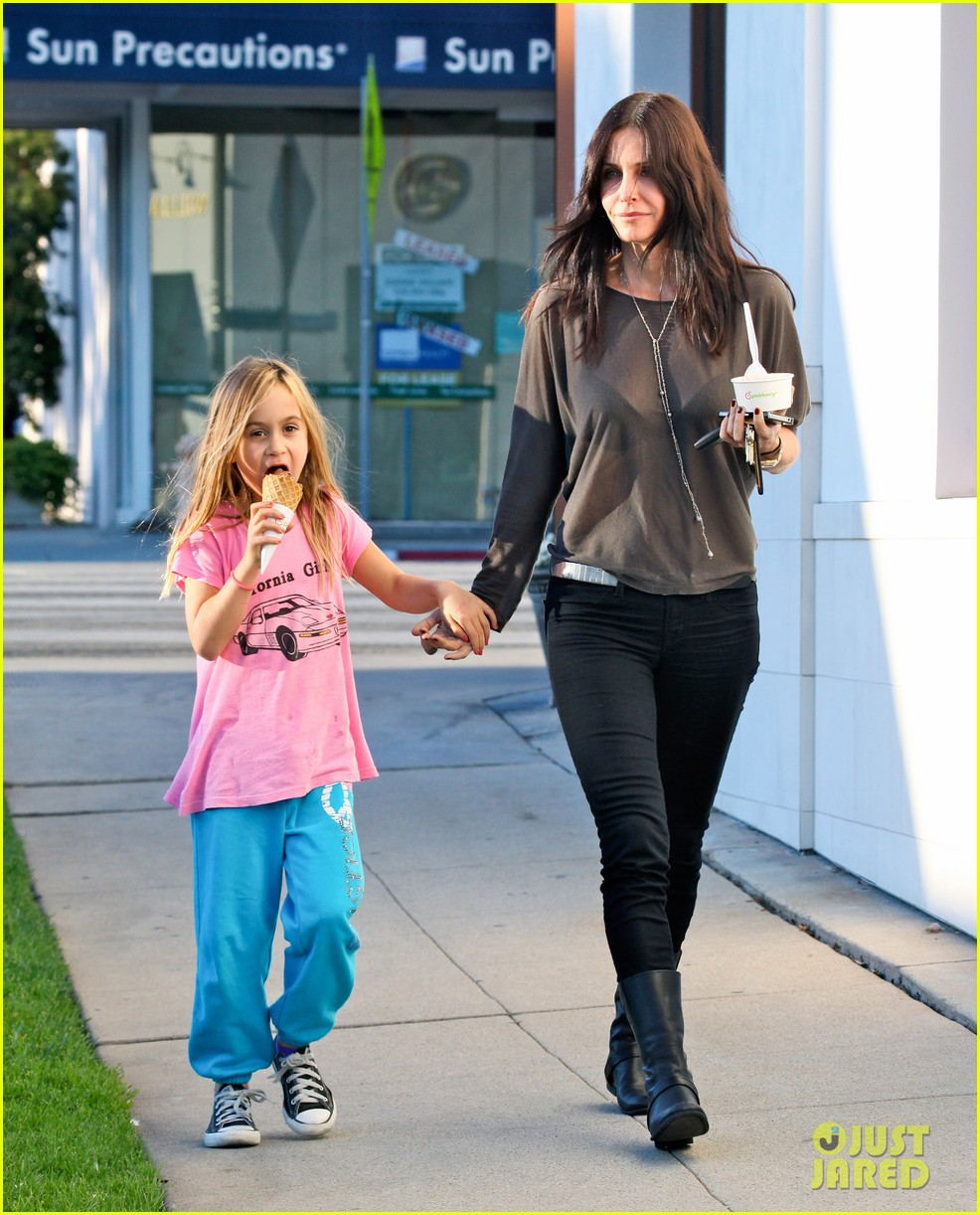 courteney cox coco pinkberry 01