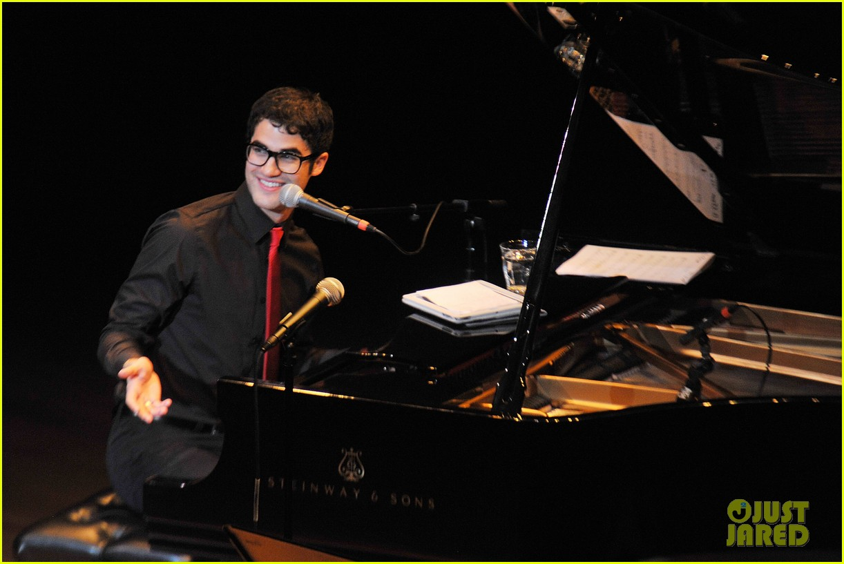 darren criss joes pub sing out raise hope 08