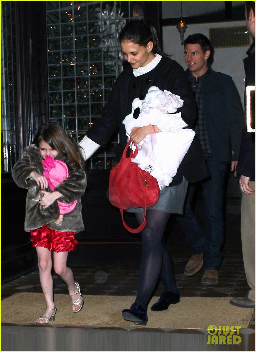 tom cruise katie holmes late night getaway with suri 102611476