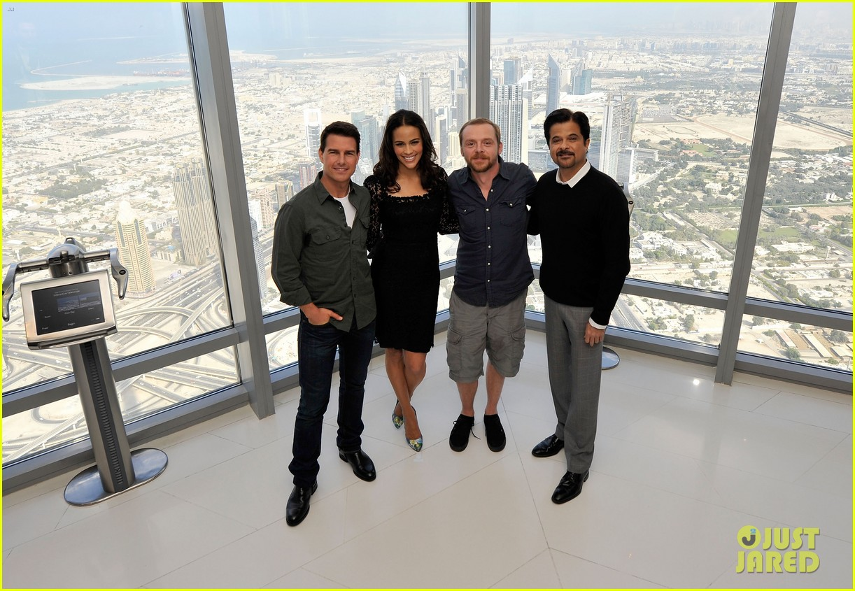 tom cruise ghost protocol press conference in dubai 08