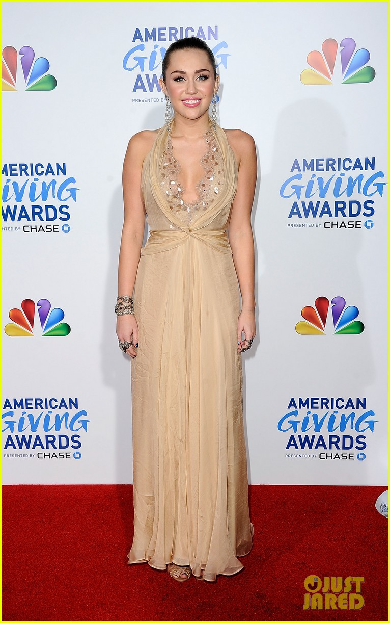 miley cyrus american giving awards 2011 17