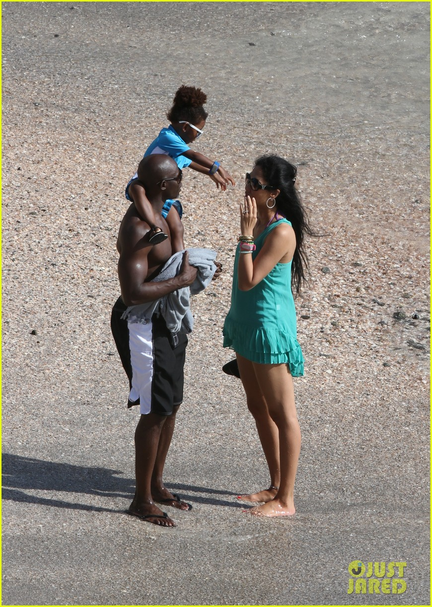 djimon hounsou shirtless 17