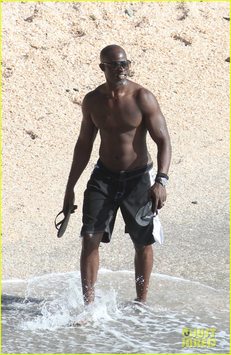 djimon hounsou shirtless 27