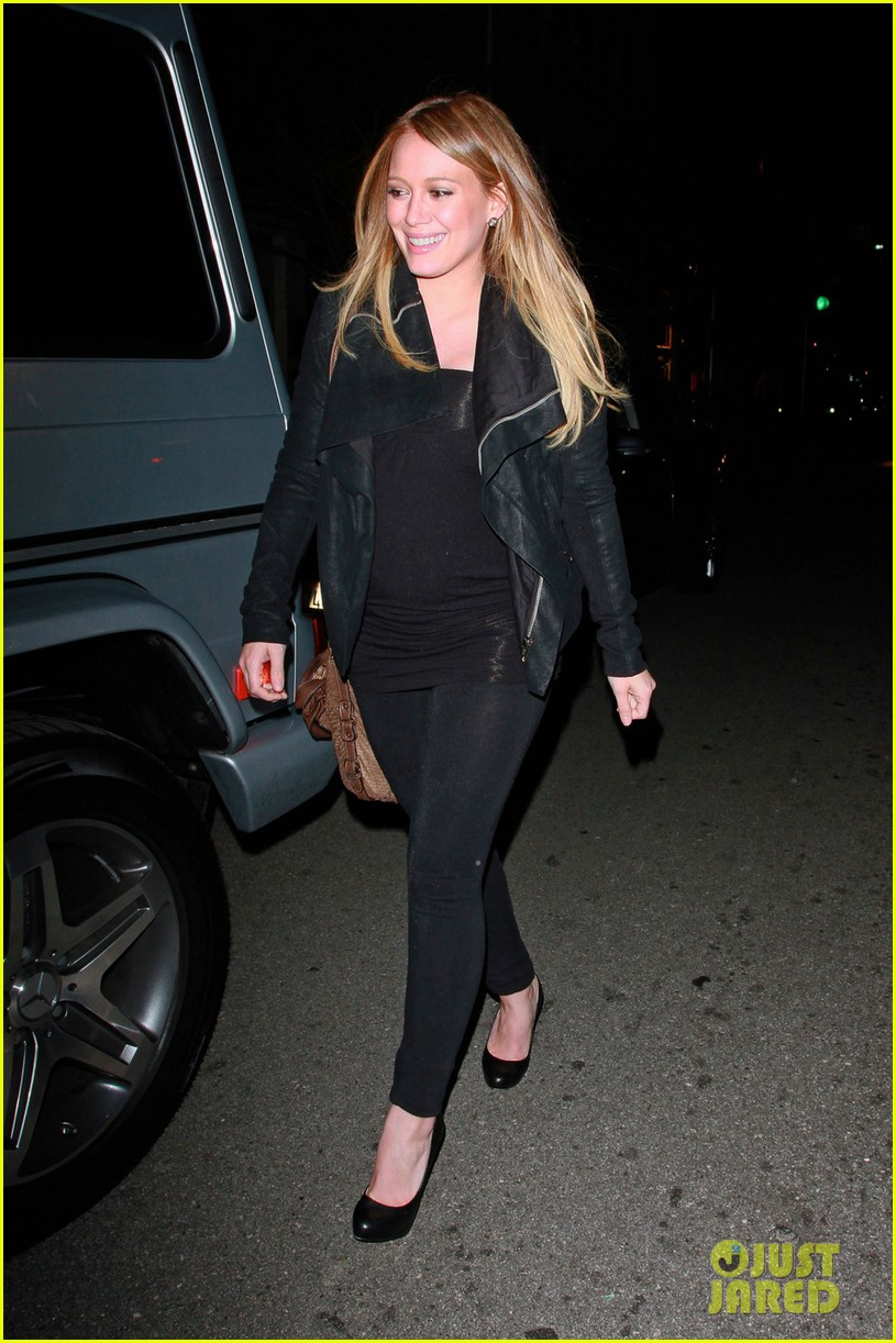 pregnant hilary duff mastros steakhouse 03