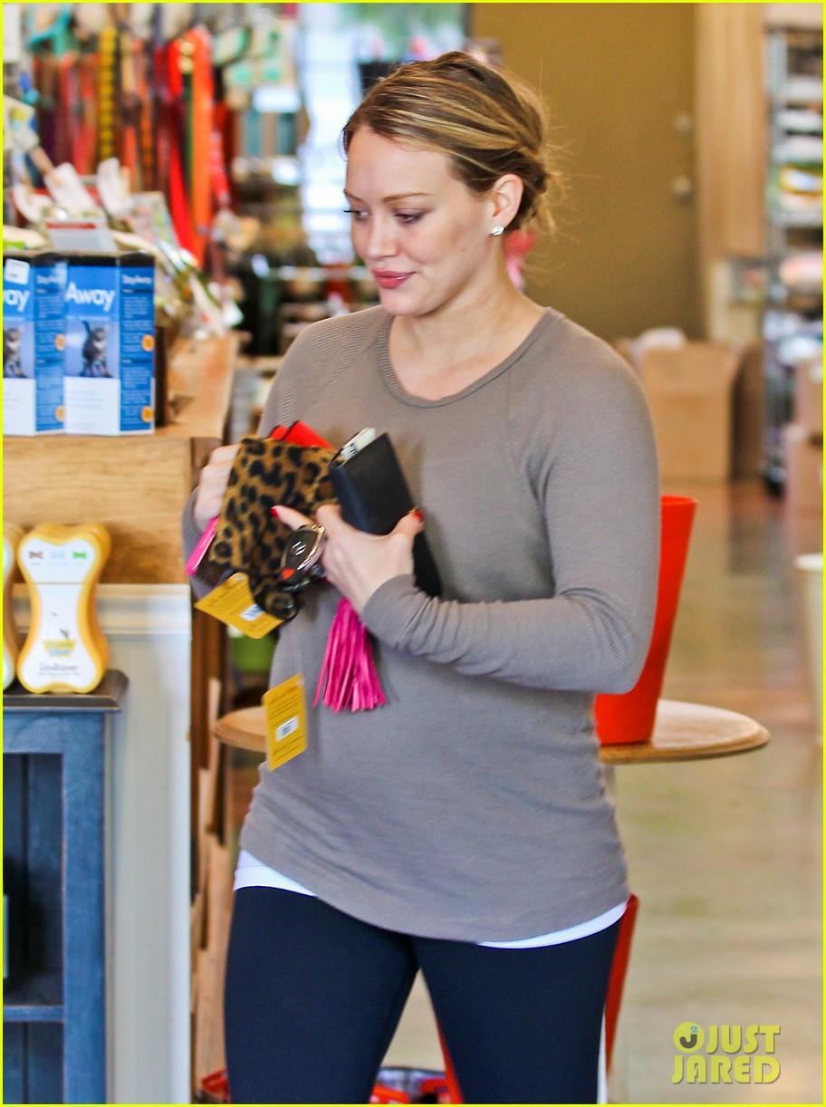 hilary duff pet store shopping 21