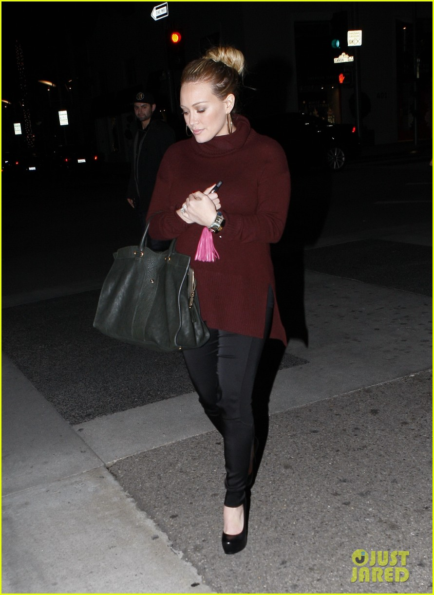 hilary duff dinner date mike comrie 03
