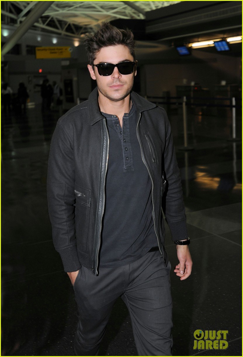 zac efron jfk arrival 03