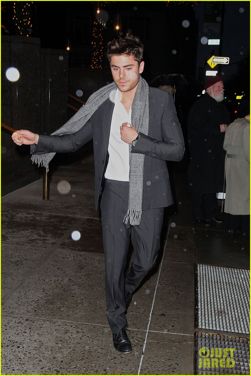 zac efron michelle pfeiffer nye nyc 22