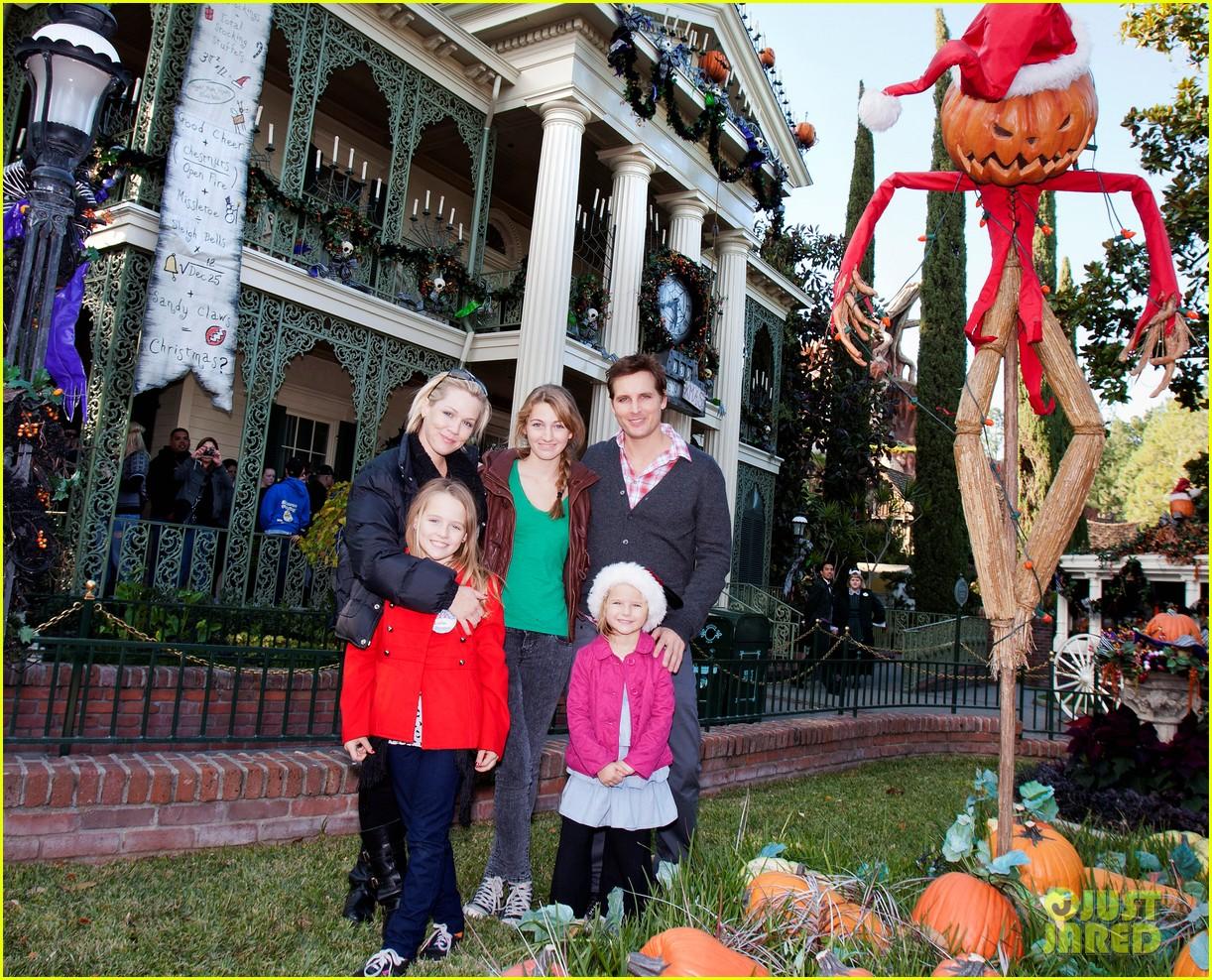 peter facinelli jennie garth disneyland family 04