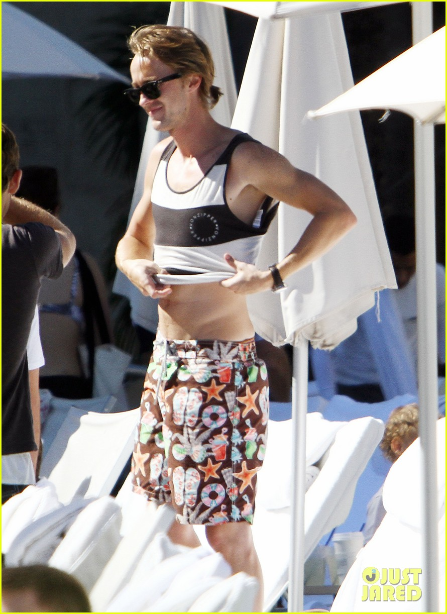 tom felton shirtless miami 07