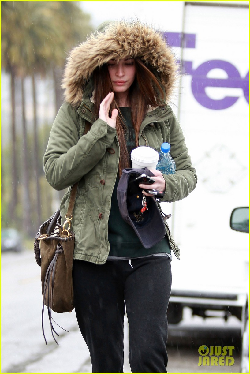 megan fox rainy salon day 05