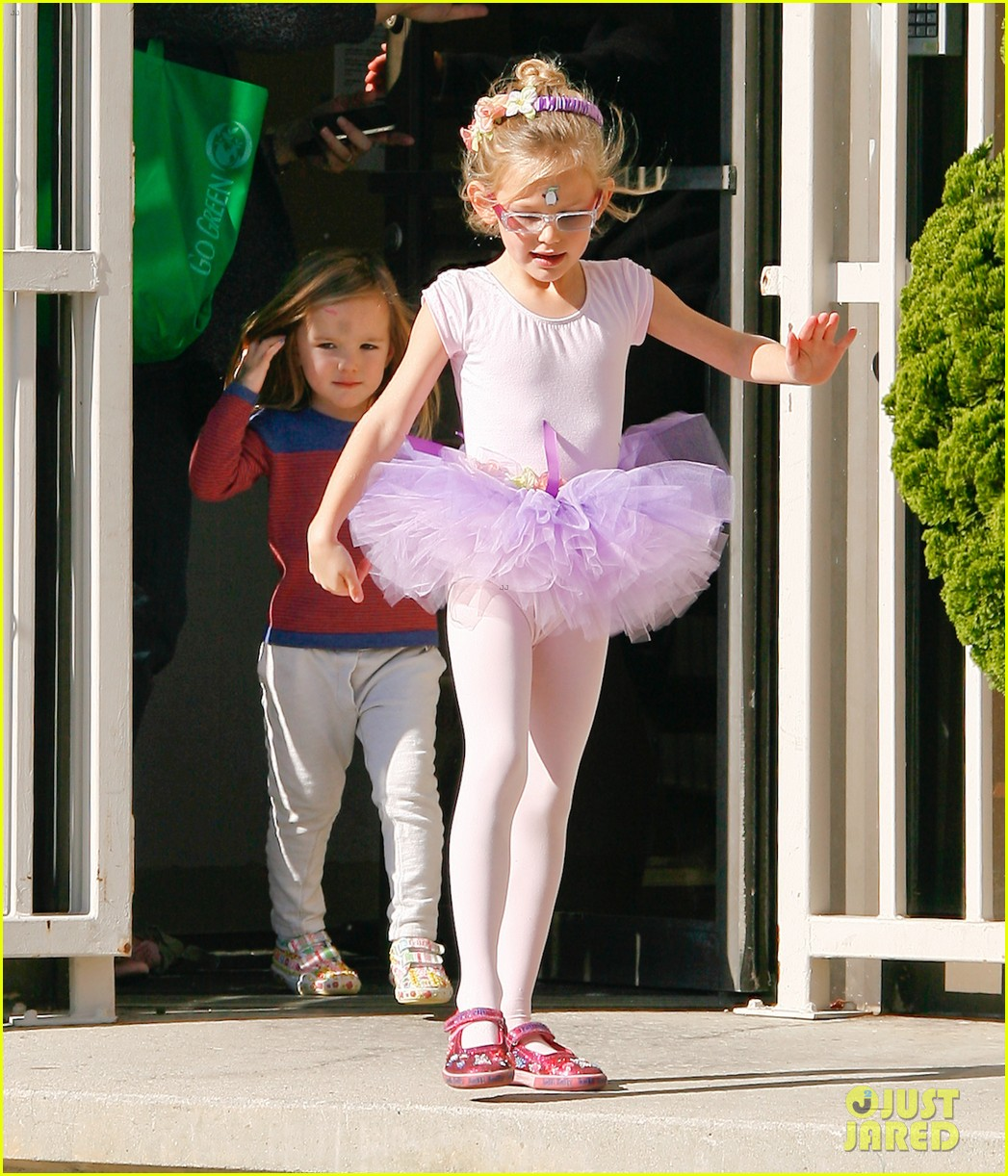 jennifer garner leaves ballet class with the girls 14