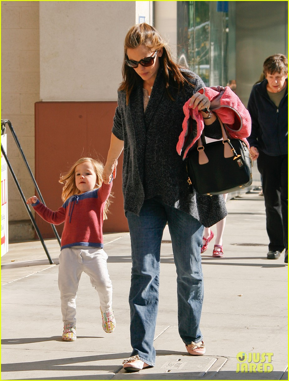 jennifer garner leaves ballet class with the girls 17