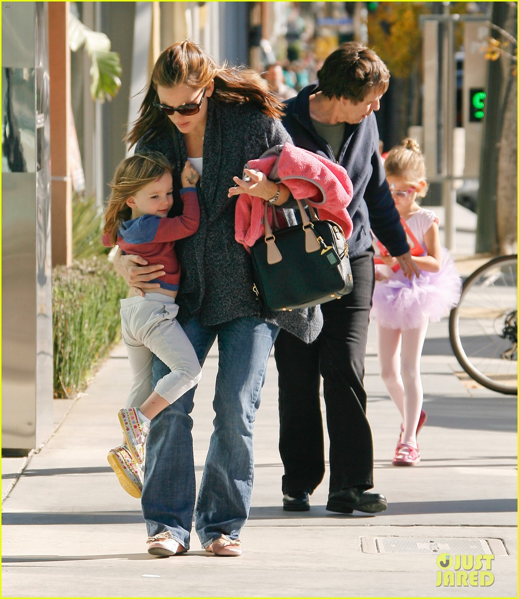 jennifer garner leaves ballet class with the girls 202606344